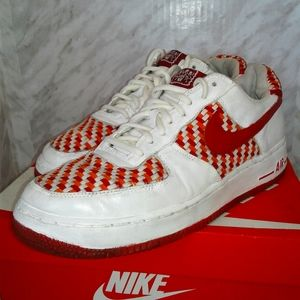 Nike MEN'S Air Force 1 Low Woven Varsity Red 9.5